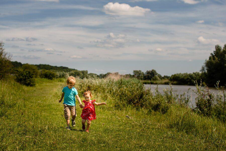 Een leuke foto van gezellige kids in de omgeving van Bennekom - fotografie jouw gezin