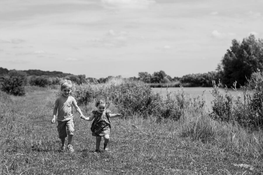 Een leuke foto van lieve kinderen nabij Duiven - foto's van het gezin