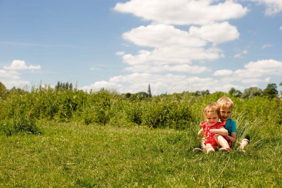 Een goede foto van lieve kids te Ede - fotografie je gezin