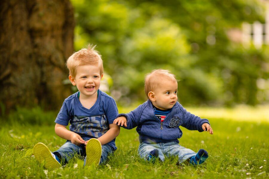 Een mooie foto van spelende kinderen in de buurt van Elst - fotografie het gezin