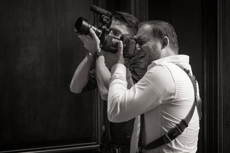 Bruids en videograaf
